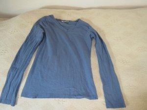 Hellblaues Shirt mit V-Ausschnitt
