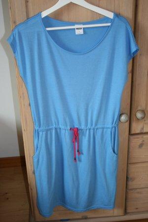 Hellblaues Sommerkleid von VeroModa