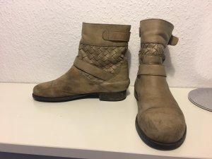 Hellbraune Boots
