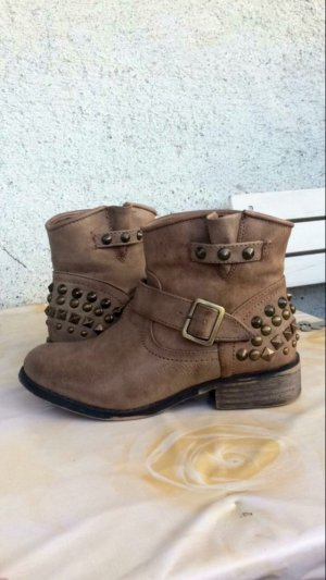 hellbraune Boots mit Nieten