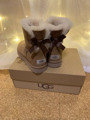 Hellbraune Mini Bailey UGG Boots