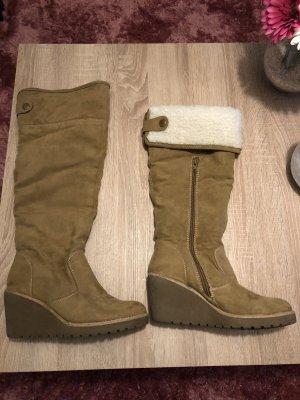 Hellbraune Stiefel mit Keilabsatz