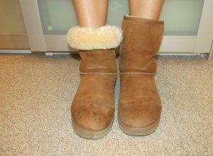 Hellbraune UGG Boots