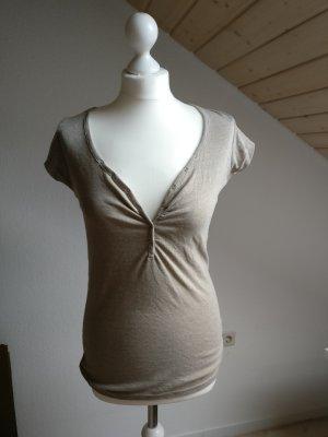 hellbraunes, schlichtes, auffälliges T-Shirt mit weitem Ausschnitt Knöpfen M 38
