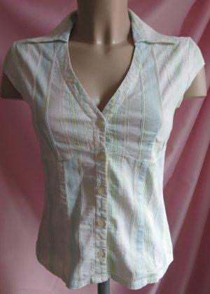 Helle Bluse mit leichten Streifen