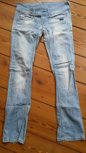 Helle Gang Jeans mit breitem Bund