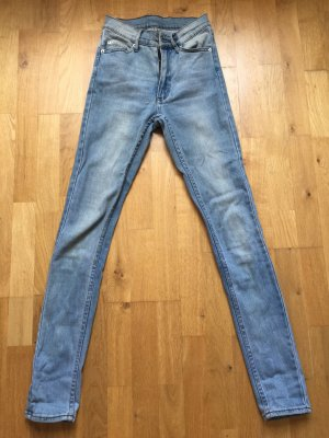 Helle HighWaist-Jeans von CHEAP MONDAY