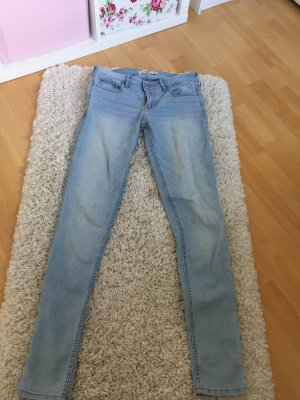 Helle Hollister-Jeans