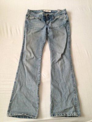 Helle Jeans mit Schlag, Gr. 40