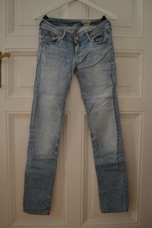 Helle Jeanshose von H&M Größe 26x32 Low Waist Slim Leg