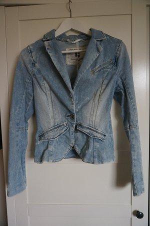 Helle Jeansjacke in Blazerschnitt