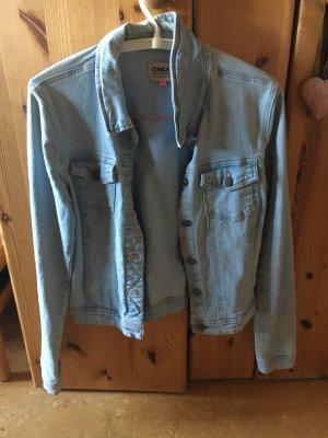 Helle Jeansjacke ohne Mängel
