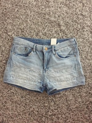 Helle Jeansshort mit Muster