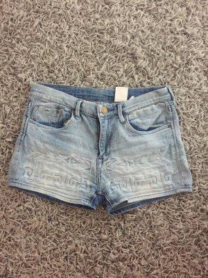 Helle Jeansshort mit Muster