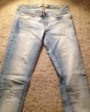 helle Skinny-Jeans von Bershka