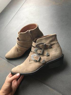 Helle Wildleder Boots