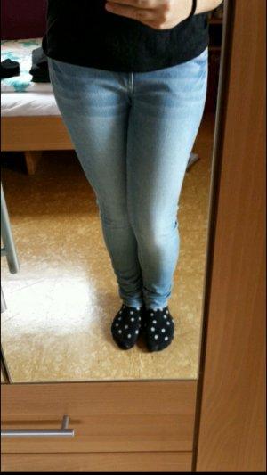 Helleblaue Jeans H&M