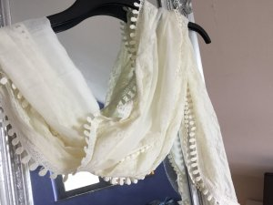 Heller dünner Schal von Pieces