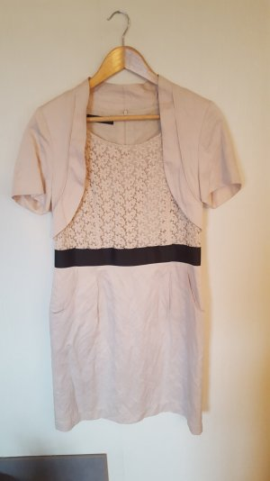 helles Sommerkleid mit kurzem Bolero