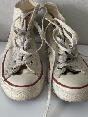 Hellgelbe Converse