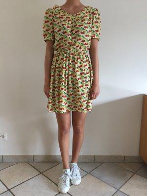 Hellgelbes Kleid mit Kirschen