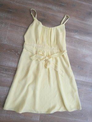 Hellgelbes Kleidchen 38
