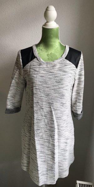 Hellgrau meliertes Kleid mit Lederpatches