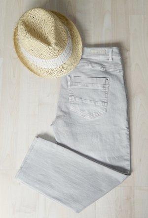 Hellgraue edc-Jeans in cooler Waschung (leichte Washed-out Effekte, Innenbeinlänge ca. 55cm, sehr schmaler Beinverlauf) - Wie neu!