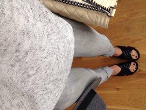 Hellgraue Jeans, Größe 36 mit Waschung und Umschlag unten, eng geschnitten