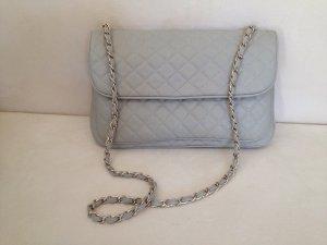 Hellgraue Kunstledertasche, klassischer Chanel-Stil