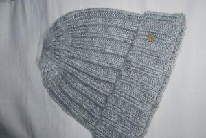 hellgraue Mütze in Grobstrick von Esprit