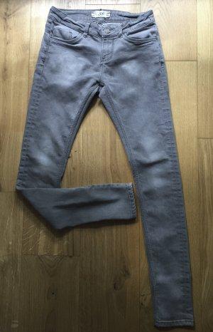 Hellgraue Röhrenjeans Zara Basic Jeanswear
