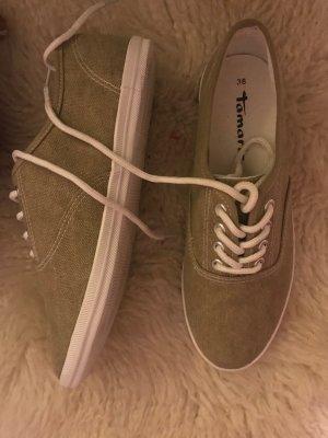 Hellgraue Schuhe