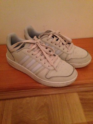 Hellgraue Sneaker
