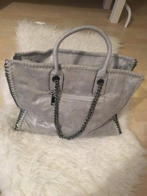 Hellgraue Tasche mit Ketten