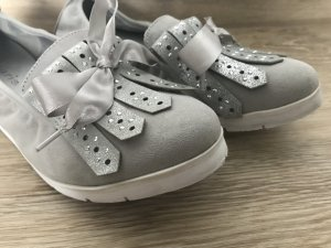 hellgraue Wildleder Schuhe von Tamaris