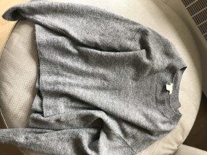 Hellgrauer Pullover