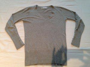 Hellgrauer Stetch-Pullover mit V- Ausschnitt, Gr. M