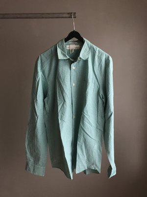 Hellgrünes Hemd