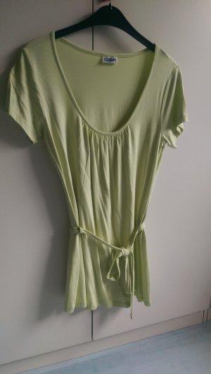 Hellgrünes neues Tshirt mit Schleife zum schnüren
