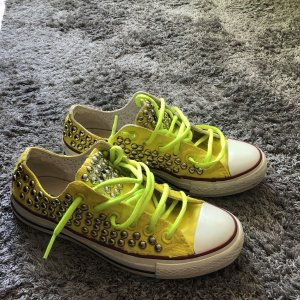 Hello yellow ! Converse