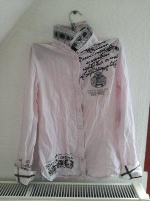 hellrosa Bluse mit Aufschriften