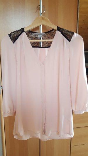 Hellrosa Bluse mit schwarzer Spitze