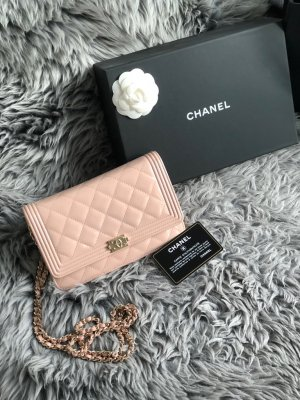 Hellrosa Chanel Wallet on Chain - NEU