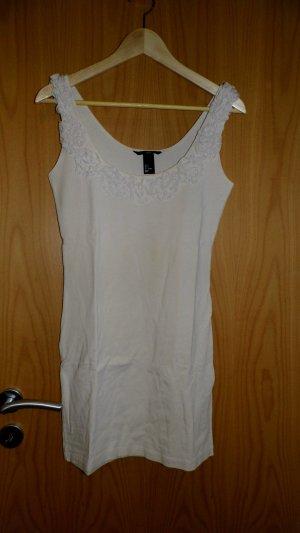 Hellrosa Kleid mit Rüschen