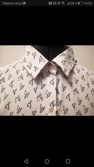 Hemd mit Origami Muster
