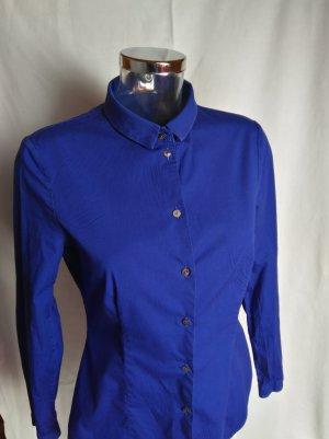 Hemdbluse in einem schönen Royalblau