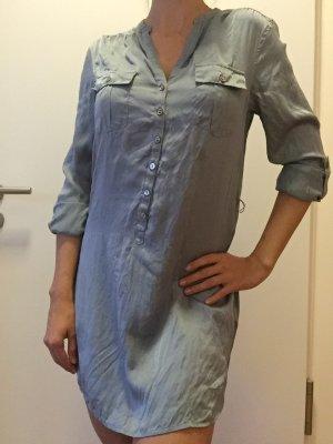 Hemdblusenkleid aus 100% Seide in Taubenblau