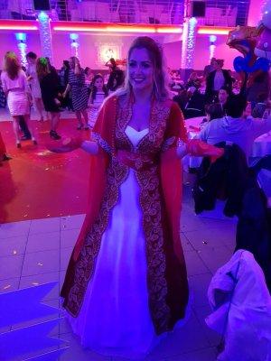 Abito da sposa rosso-bianco