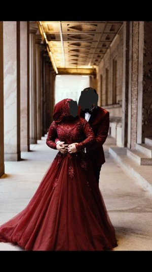Robe de mariée bordeau